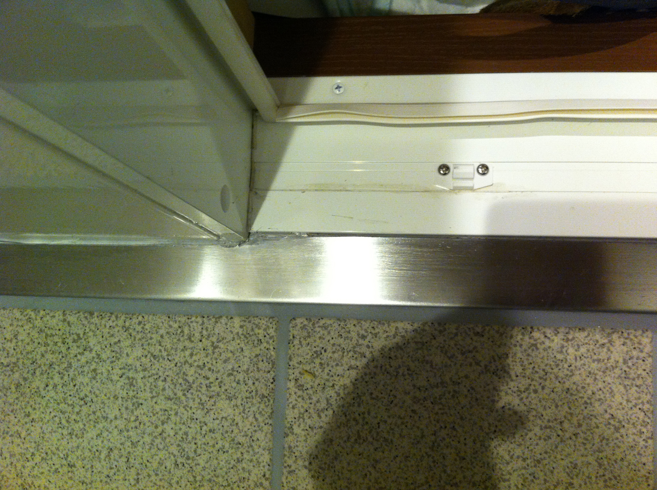 シャワーユニット入り口部分の凹み補修