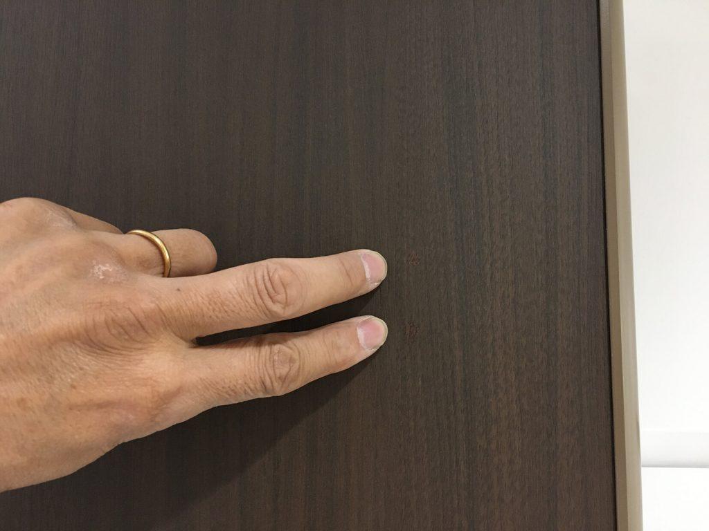トイレブース扉穴塞ぎ