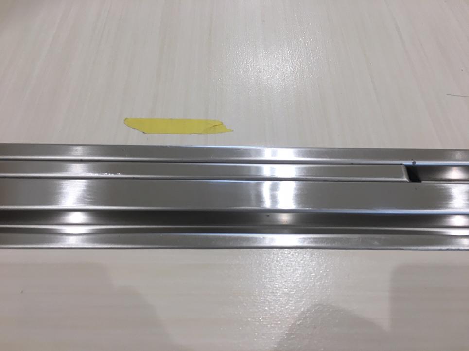 自動ドアレールの凹み補修
