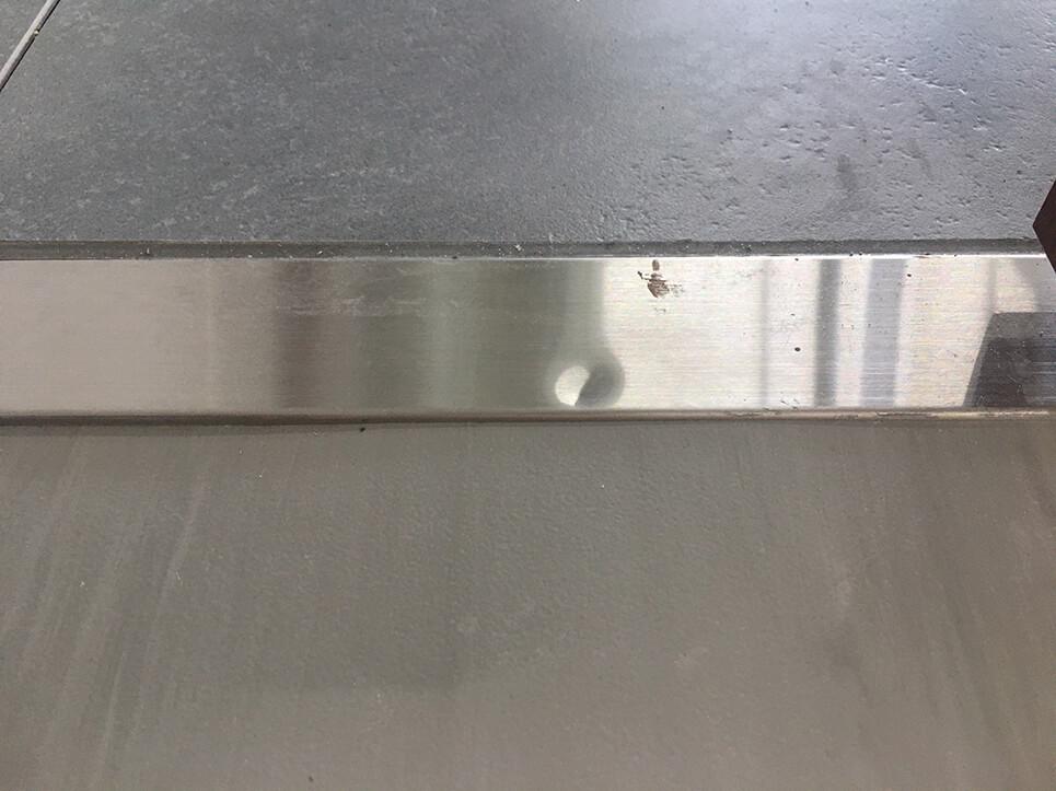 ステンレス沓摺の凹み修理
