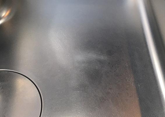 エンボス加工SUSシンクの擦り傷