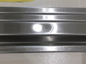 自動ドアレール凹み修理