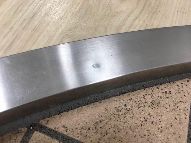 円形ステンレス上り框の凹み傷