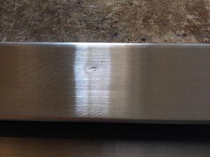 玄関扉の 玄関扉沓摺ステンレス凹み補修