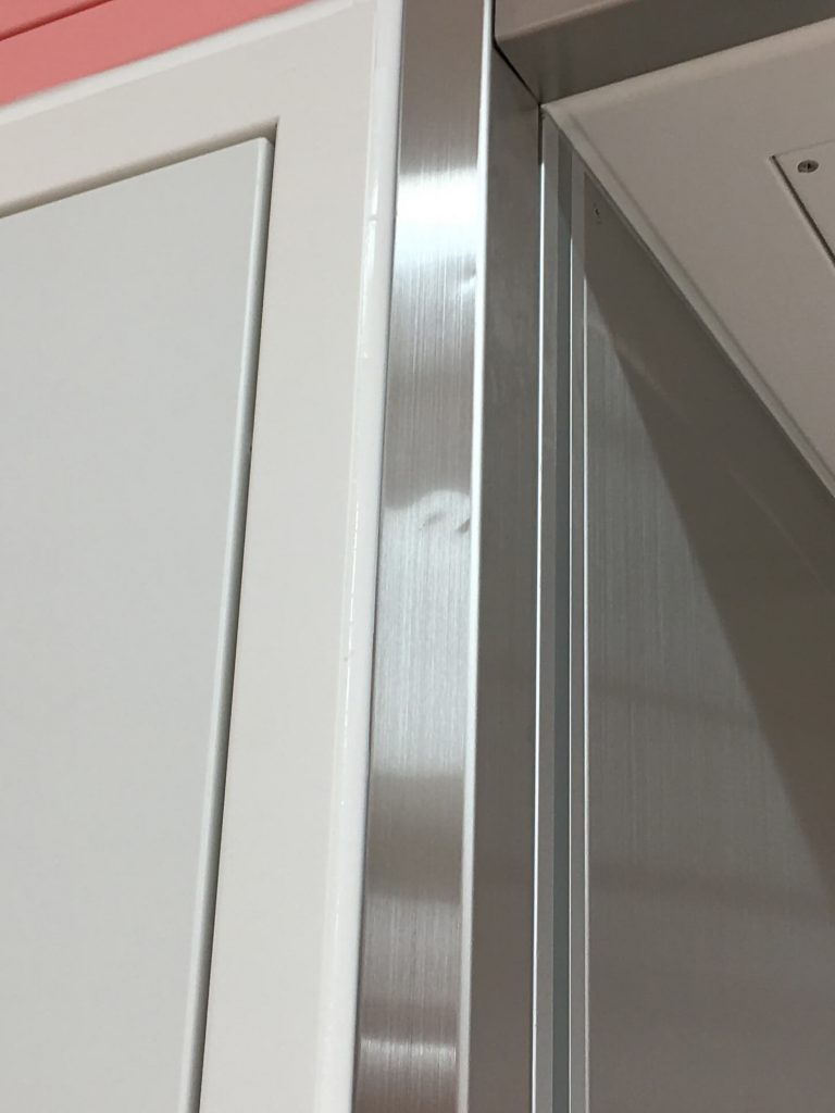 手術室ステンレス枠の凹み補修