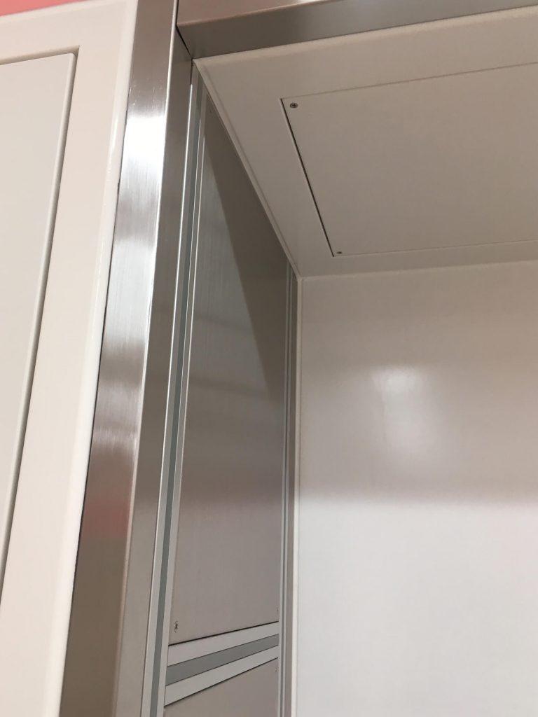 ステンレス枠の凹みキズ修理