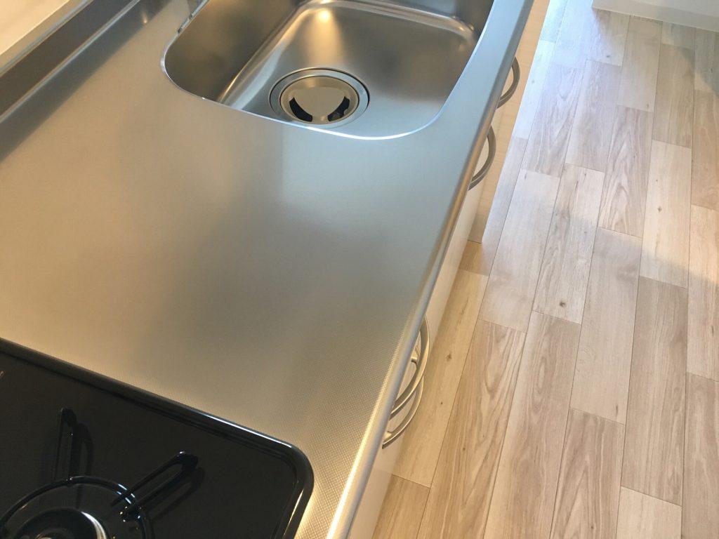 エンボスステンレスキッチン天板のキズ補修