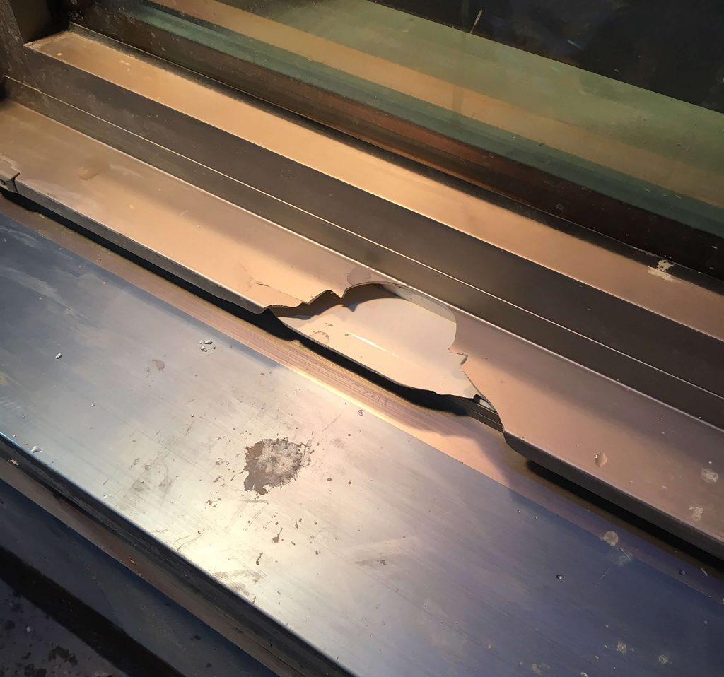 樹脂サッシの破損修復
