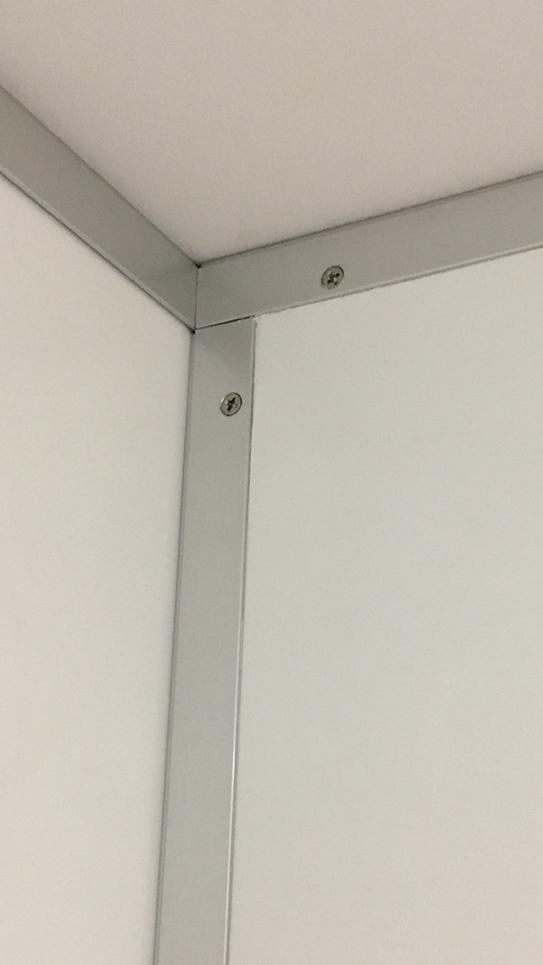 トイレブースの壁の欠け補修