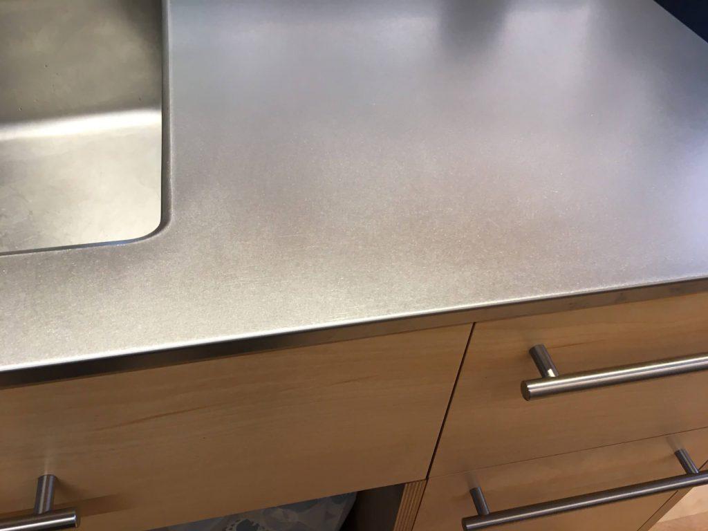 キッチン天板の凹み傷修理